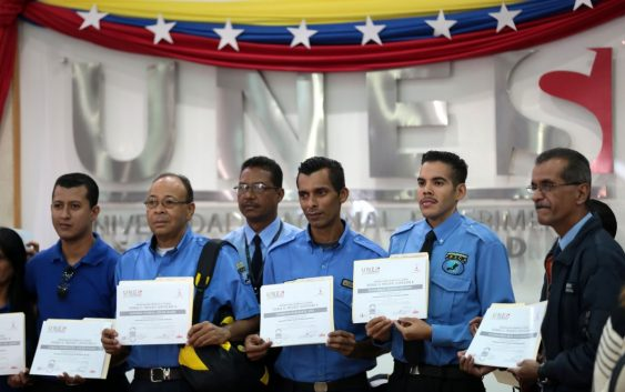 Ministerio de Relaciones Interiores graduó más de cien funcionarios de seguridad privada